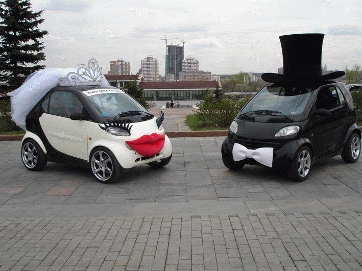 Idées déco pour la voiture qui conduira les mariés